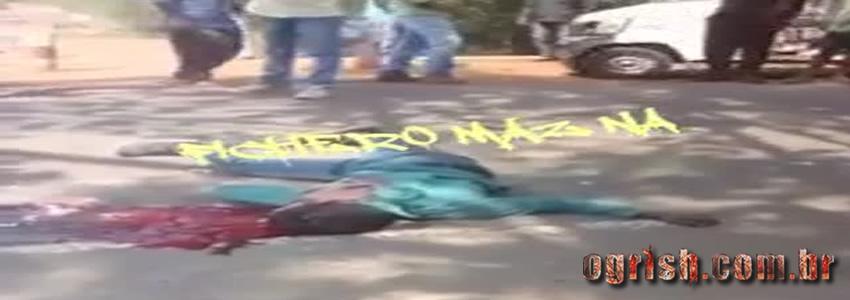 Dois motociclistas atingidos por um caminhão