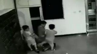 Armário cai em cima de criança